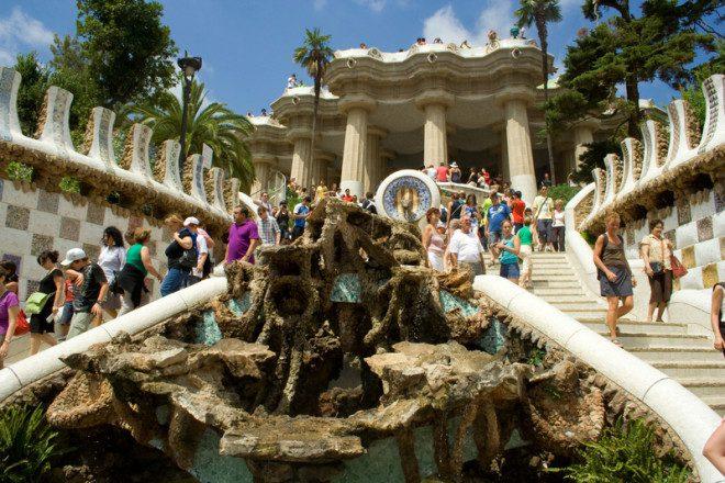 Parque Guell é atração free em Barcelona. © Rkaphotography | Dreamstime.com