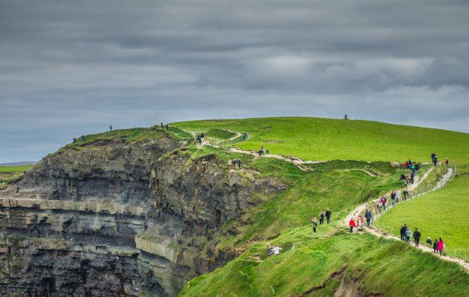 Cliffs of Moher é um dos principais cartões postais da Irlanda. © Paop | Dreamstime.com