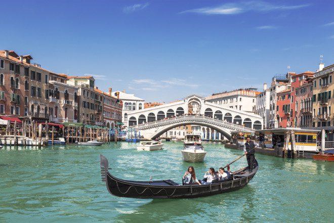 Ponte Rialto em Veneza. © Natalia Volkova | Dreamstime.com