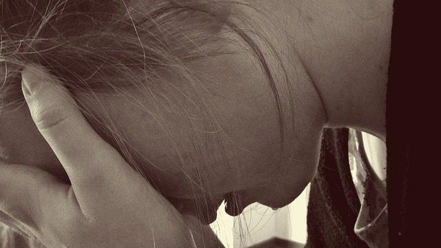 Com o desemprego, vem o desespero. Foto: Counselling|Pixabay.