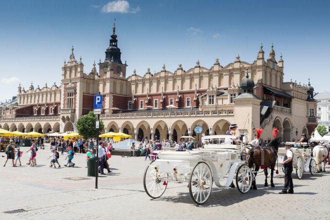 Krakow na Polônia e uma das praças mais famosas da Europa. © Simon Thomas | Dreamstime.com