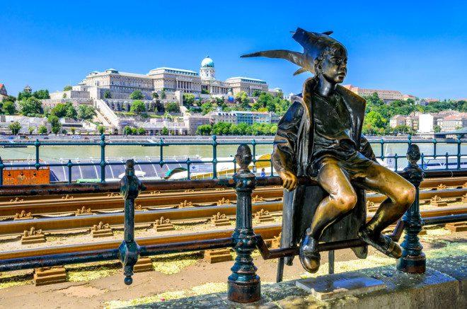 Budapeste e os spas termais. Vale incluir no roteiro Leste Europeu. Photo 51484261 © Emicristea - Dreamstime.com