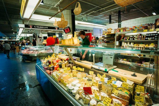 Economize experimentando os sanduíches espalhado pela cidade.© Ryhor Bruyeu | Dreamstime.com