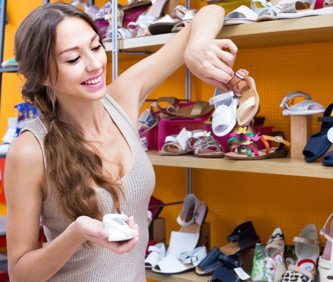 Sapatos e roupas para crianças até 11 anos são livres de impostos na Irlanda.© Iakov Filimonov | Dreamstime.com