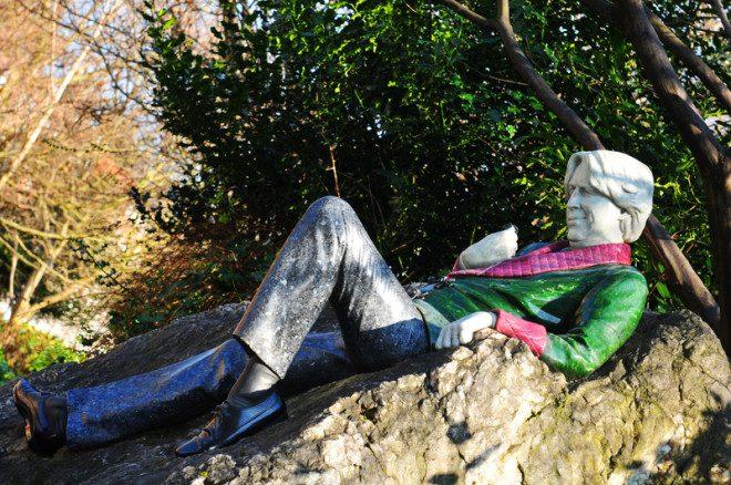 Oscar Wilde, figura cativa no Merrion Park em Dublin. © Lucian Milasan | Dreamstime.com