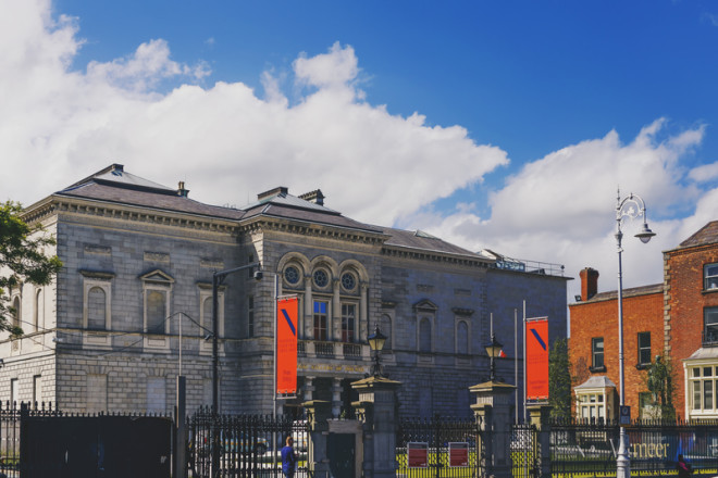 National Gallery of Ireland esta localizado no centro de Dublin© Faithiecannoise | Dreamstime.com