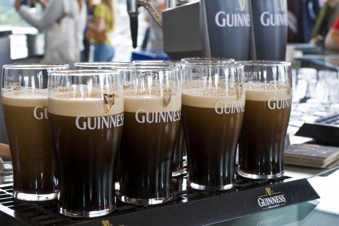 Guinness é a cerveja irlandesa, verdadeiro patrimônio cultural do país.© Volgariver | Dreamstime.com