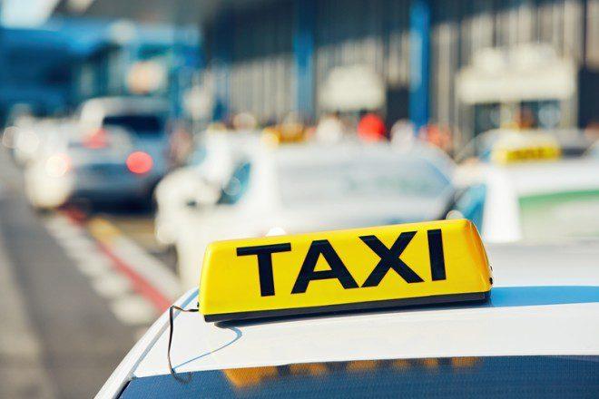 A cidade não dispõe de serviço coletivo de ônibus é táxi ou a pé.© Jaromír Chalabala | Dreamstime.com