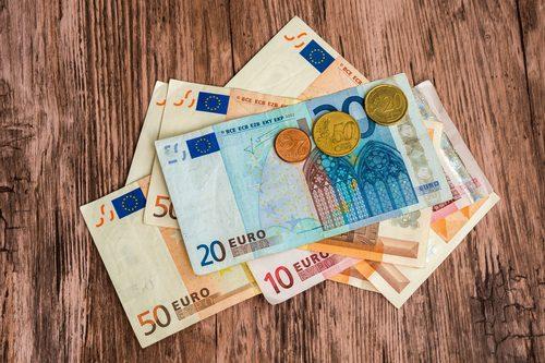 Dinheiro: Quanto se ganha e se gasta na Irlanda?
