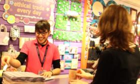 Trabalhando na Irlanda de Shop Assistant