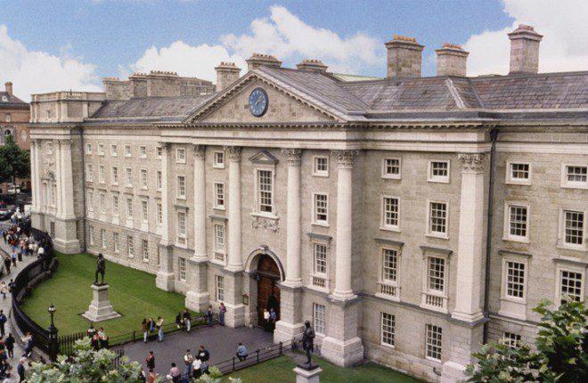 Trinity College é considerada uma das melhores universidades do mundo. Reprodução: TCD