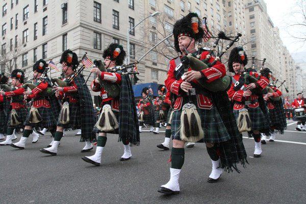 Desfile de St. Patrick's em Nova Iorque. Reprodução: latimes.com
