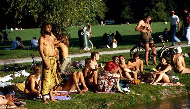Em Munique nudismo é permitido em parques Reprodução: Daily Mail