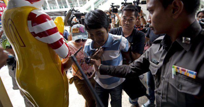 Manifestações contra golpe militar têm ocorrido na Tailândia Reprodução: UOL