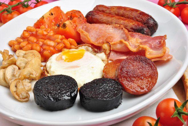 O irish breakfast é composto dos famosos black and white puddin