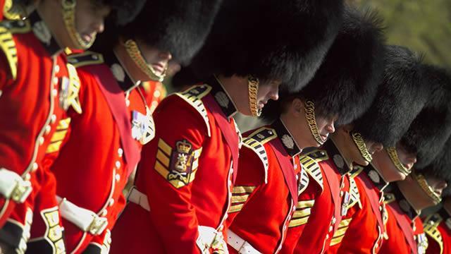 Troca da Guarda, além de tradicional é gratuita. Crédito: Visit London