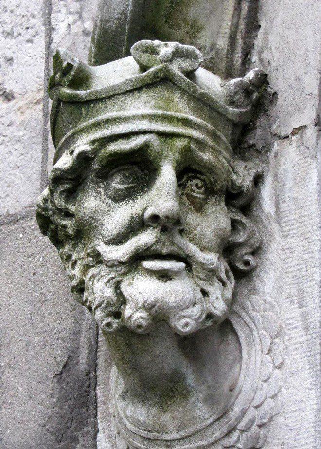 Escultura de Brian Boru - Castelo de Dublin. Créditos: Wikimedia