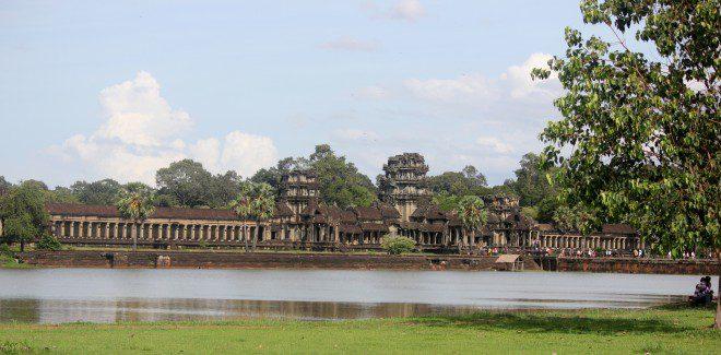 Foto 2. Angkor Wat, é só após a fachada principal quando se pode contemplar a magnitude da jóia dos Khmers. Crédito. Ávany França