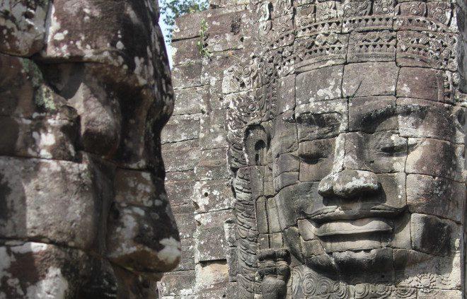 Foto 4. Bodhisattva Avilokiteshvara, as faces esculpidas nas fachadas dos templos de Angkor, ilustram o apuro artísticos dos Khmers. Crédito Ávany França
