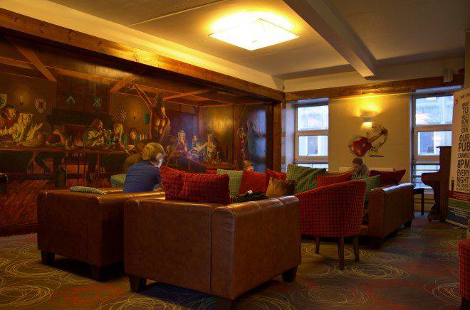 Localizado no Centro de Galway, o Kinlay Hostel já foi indicado como um dos melhores da Irlanda. Crédito: kinlaygalway.ie