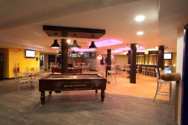 Localizado ao lado da Jameson Destilaria, o hostel é um dos mais badalados de Dublin. Crédito: generatorhostels.com