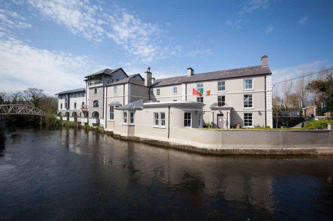 Hostel em Ennis oferece boa localização e muita cultura irlandesa. Crédito: rowantreehostel.ie