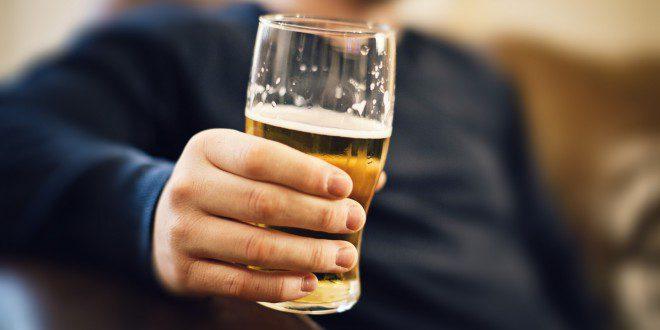 Conheças as idades mínimas permitidas na Irlanda para beber, dirigir e até fazer sexo. Foto reprodução: Huffpost