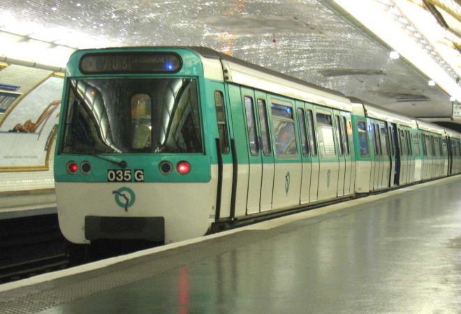Na França, quem for flagrado utilizando o transporte público paga na hora 48 euros. Crédito: Wikipedia