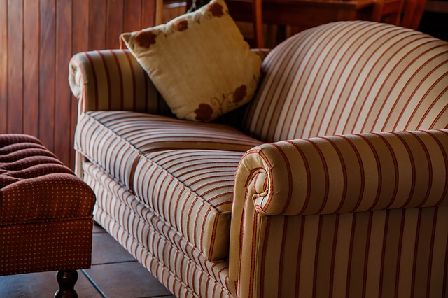 Sempre há um sofa esperando por você. Créditos: Pixabay.