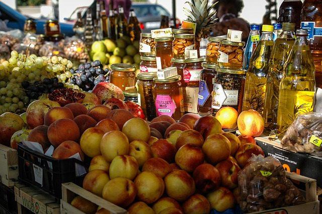 Aposte ns mercearias de bairro e hosteis com cozinha.Créditos: Pixabay.