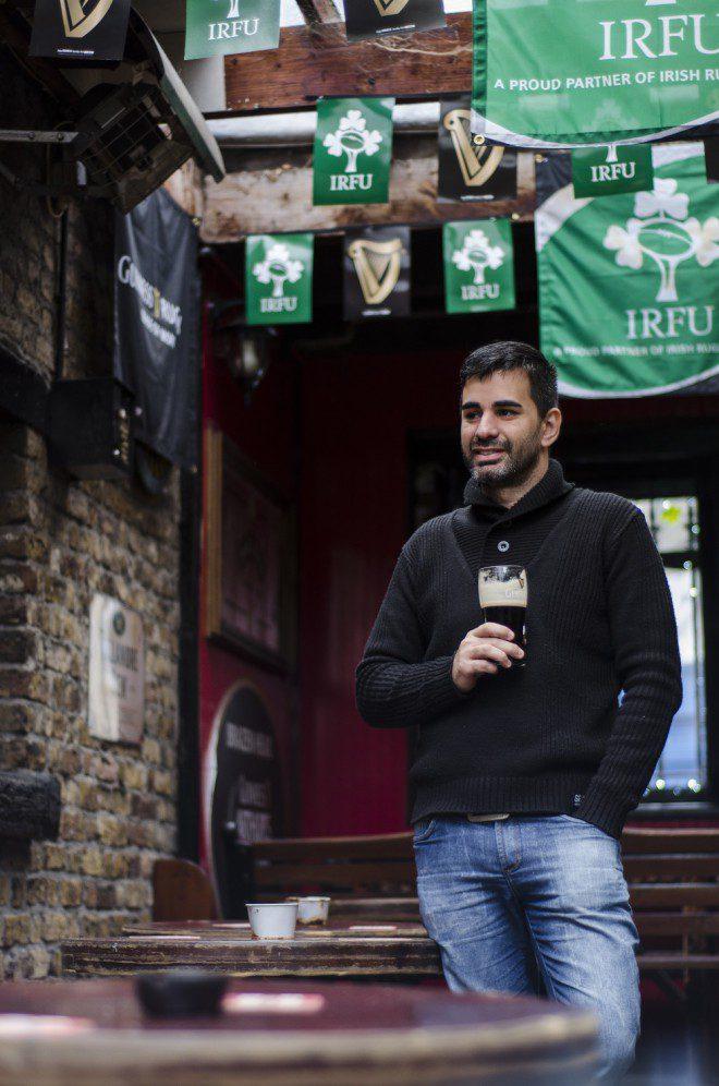 Fabiano já curtindo a Irlanda e claro uma boa Guinness. Foto:Arquivo Pessoal