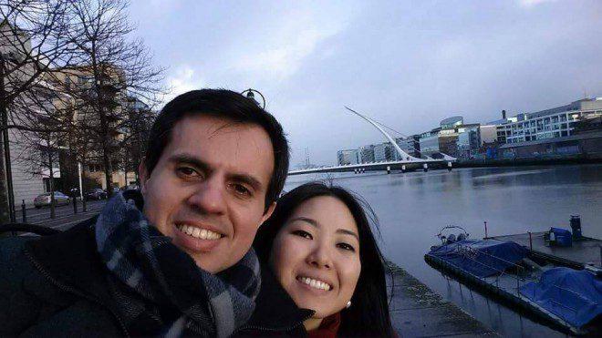 Rodrigo e a esposa Claudia Matsumoto. Créditos: Arquivo pessoal.