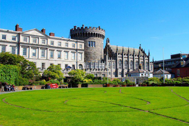 Região onde hoje temos o jardim do Dublin Castle marcava o encontro dos rios Liffey e Poddle, dando origem ao nome da cidade