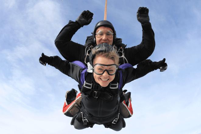 Longford a apenas 1 hora de Dublin é possível saltar de paraquedas. Reprodução: Concern