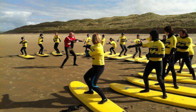 Aulas de surf em Bundoran - Reprodução: surfworld.ie