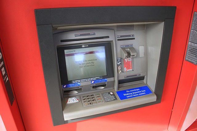 Com o VTM o saque é realizado com a moeda local do país. Créditos: Pixabay.