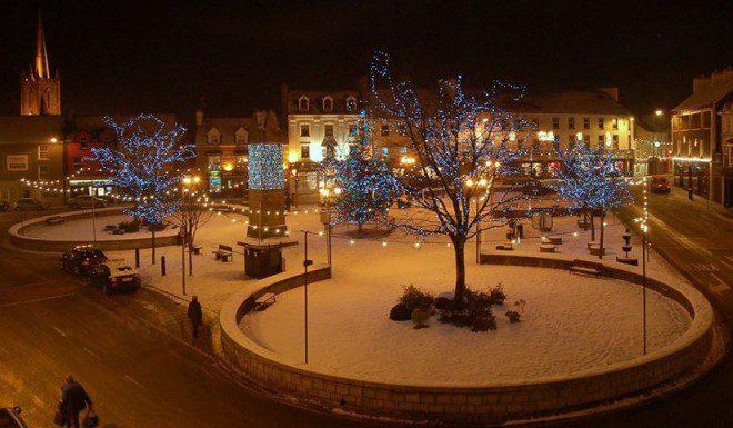 Final de ano em Donegal Town. Créditos: Página oficial Donegal Town Community.