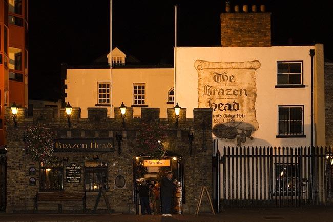Considerado um dos pubs mais antigos da Irlanda. Créditos: Site Oficial.