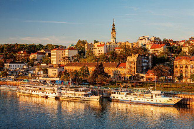 Panorama da cidade de Belgrado com o rio Sava. Créditos: shutterstock.