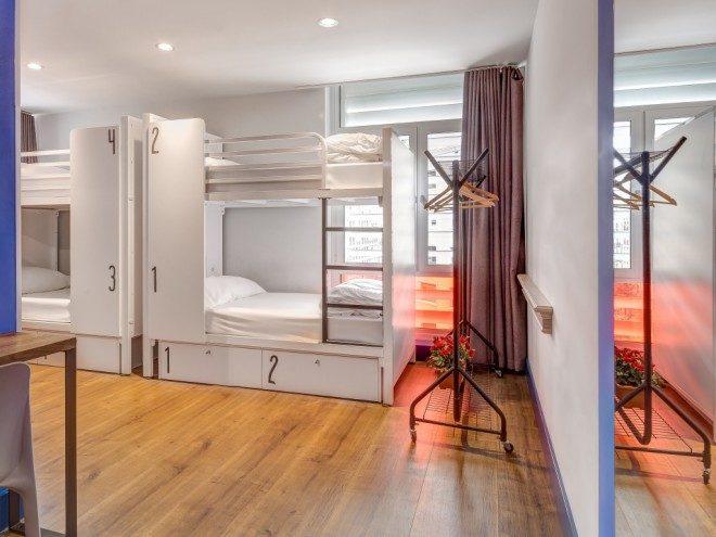 Hostel Generator em Barcelona. Todas as camas possuem tomada e iluminação individual.Divulgação.