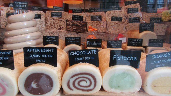 Chocolates, marzipan e pralines são iguarias de Bruges. Foto: Elizabeth Gonçalves