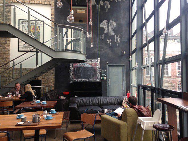 Cafés aconchegantes em Dublin são ideais para relaxar. Foto: Divulgação