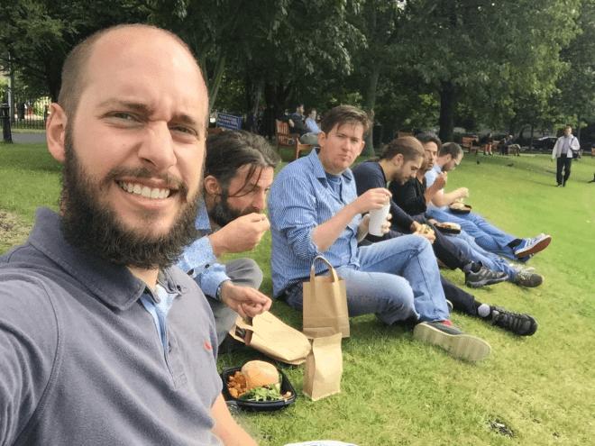 Almoço no meio do Trinity College. Pq? Pq é verão e cada minuto de sol tem que ser aproveitado! Créditos: Acervo João Paulo.