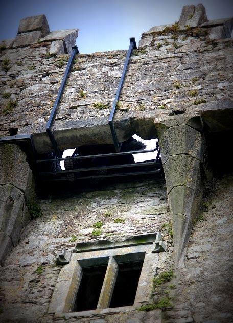A famosa Blarney Stone, para beija-la você precisará ficar de ponta cabeça! Foto: Ávany França