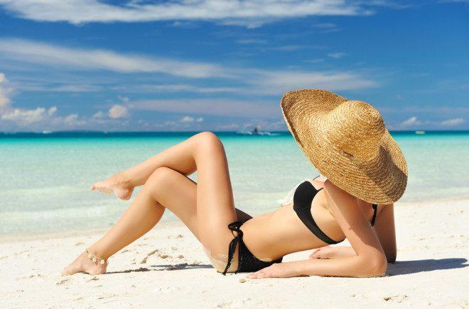 Biquínis muito pequenos são desaconselhados nas paradisíacas praias das Filipinas. Crédito: haveseen/Depositphotos