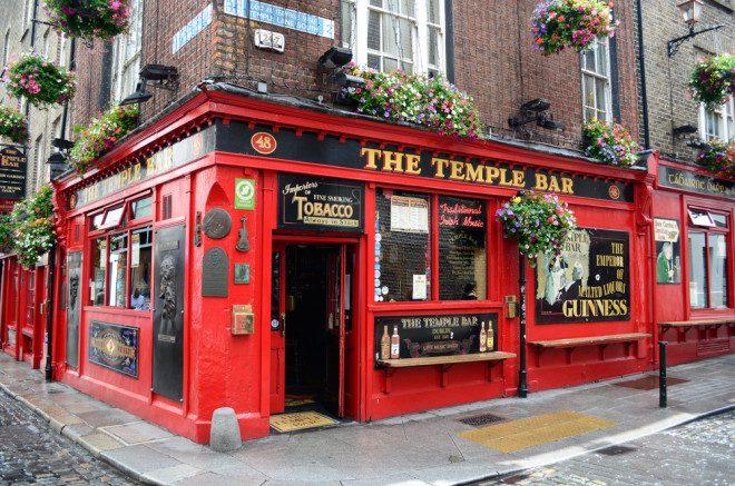 A maioria dos pubs na Irlanda não cobra entrada. Crédito: pljvv1/Depositphotos