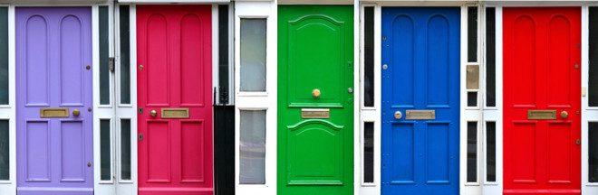 As portas coloridas são tradicionais em toda a Irlanda. Crédito: Ddkg | Dreamstime.com