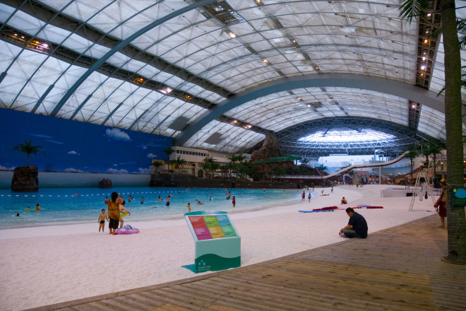 Com teto retrátil, a praia indoor vai manter temperaturas de 25 a 30 graus