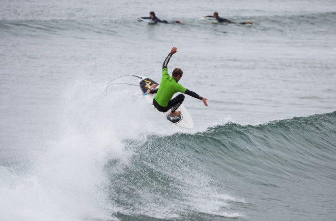 Bundoran também é destino dos amantes do surf! © Rihardzz | Dreamstime.com