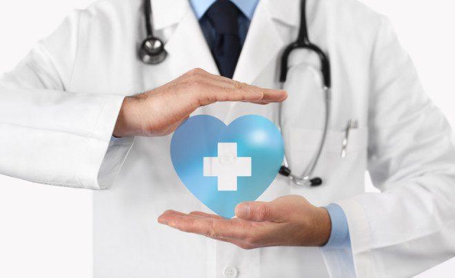 O governo irlandês indica algumas empresas para o seguro saúde para estudantes. Crédito: Visivasnc | Dreamstime.com